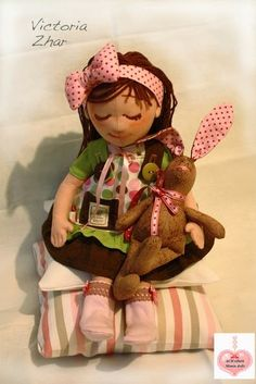 Mimin Dolls: Girl with rabbit in hand
