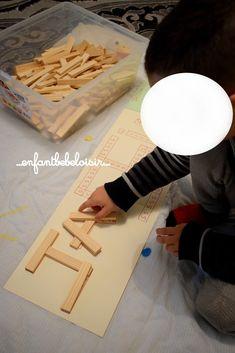 Hello Petite idée pour s'amuser à écrire son prénom , les bûchettes de bois style Kapla! en images ... Cursive, Petite Section, Alphabet, Crafts For Kids, Daycare Ideas, Index, Pin, Conte, Images