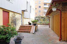 Trivsam innergård som är lummig & renoverad