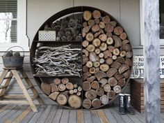 You need a indoor firewood storage? Here is a some creative firewood storage ideas for indoors. Lots of great building tutorials and DIY-friendly inspirations! Into The Woods, Garden In The Woods, Firewood Storage, Firewood Holder, Firewood Stand, Outdoor Living, Outdoor Decor, Outdoor Rooms, Indoor Outdoor