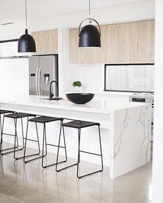 Light wood kitchen cupboards islands 59 Ideas for 2019 Home Decor Kitchen, Kitchen Living, Kitchen Interior, New Kitchen, Kitchen Wood, Kitchen Modern, Kitchen Ideas, Kitchen Decorations, Kitchen Floors