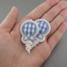 Blue grid soutache, kolczyki w kratkę Beaded Earrings, Beaded Jewelry, Handmade Jewelry, Handmade Necklaces, Fabric Jewelry, Metal Jewelry, Soutache Tutorial, Paper Quilling Jewelry, Soutache Necklace