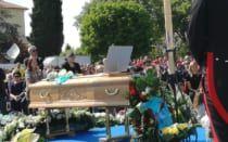 Cronaca: #Laddio a #Scarponi oltre 5mila persone ai funerali a Filottrano. FOTO (link: http://ift.tt/2pelAmG )