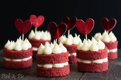 Cute Desserts, No Cook Desserts, Italian Desserts, Chocolate Chip Recipes, Mint Chocolate Chips, Baking Cupcakes, Cupcake Cakes, Red Velvet Cake Decoration, Peach Kitchen