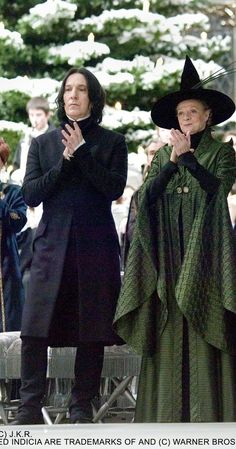 """Costumes Harry Potter 2005 - Alan Rickman (Snape) and Maggie Smith (McGonagall). They played those characters in all 8 of the Harry Potter movies. This photo is from """"Harry Potter and the Goblet of Fire,"""" I believe. Harry Potter Tumblr, Rogue Harry Potter, Saga Harry Potter, Harry Potter Severus Snape, Severus Rogue, Mundo Harry Potter, Harry Potter Cosplay, Harry Potter Pictures, Harry Potter Universal"""