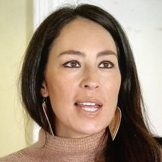 These are beautiful leather inverted teardrop shaped genuine leather earrings. You can see Joanna Gaines wearing this style earring on The Fixer Upper. leather leaf earrings Jo Anna brown leather earrings tear drop chip and joanna Joanna Gaines Style, Chip And Joanna Gaines, Chip Gaines, Tiny Nose Studs, Studded Boots, Leaf Earrings, Leather Earrings, Tan Leather, Eye Makeup