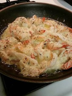 Butter Parmesan Shrimp 1 lb extra large or jumbo shrimp 1 stick butter 1 tbsp Italian seasoning (homemade recipe HERE if you need one) cup grated parmesan cheese 1 lemon 1 tbsp minced garlic (Lemon Butter Scallops) Fish Recipes, Seafood Recipes, Low Carb Recipes, Great Recipes, Cooking Recipes, Delicious Recipes, Cooking Chef, Family Recipes, Gourmet