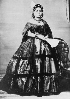 Queen Victoria Kamāmalu Ka'ahumanu IV(1838–1866), wasKuhina NuiofHawai'iand itscrown princess. Although not agreed upon by most, she was the first female to become the monarch of Hawai'i, reigning for a day in November 30, 1863. NamedWikolia Kamehamalu Keawenui Ka'ahumanu-a-Kekūanaō'a and also namedKalehelani Kiheahealani, she was mainly referred to as Victoria Kamāmaluor Ka'ahumanu IV,when addressing her as theKuhina Nui.