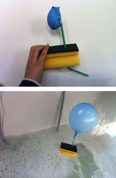 bootje voor in bad met spons, rietje en ballon