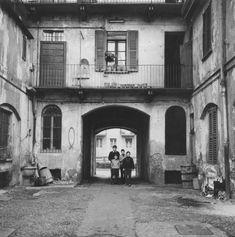 Case di ringhiera Via Ascanio Sforza 29 nel 1969.  (Foto di Virgilio Carnisio)