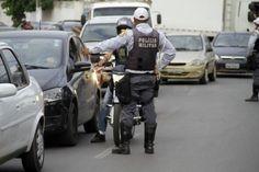 Embriagado, serralheiro tenta furar bloqueio da PM na Av. do CPA - Midia News +http://brml.co/1s8H0jV