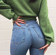 High waisted skinny jeans with green jumper | Autumn style
