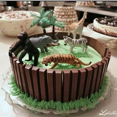 Jungle party cake