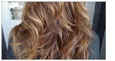 Medium brown hair with caramel and blonde highlights. Natural Brown Hair, Honey Brown Hair, Medium Brown Hair, Brown Blonde Hair, Blonde Ombre, Ombre Hair With Highlights, Natural Looking Highlights, Honey Highlights, Luscious Hair
