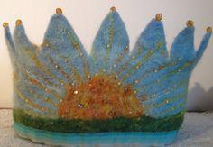 Schöne Hand Gefilzte Krone. Ich benutze Seide und Merino-Fasern, die ich dann Mischung hand Filz (Ich verwende nicht Pre Filz gemacht) und dann die