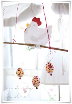 Huhn auf Stange mit Punkteiern