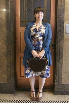 Except from the strap heeles the outfit is perfect! - Plus Size Blue Cardi over Floral Dress with Brown Belt Big Girl Fashion, Work Fashion, Curvy Fashion, Womens Fashion, Fashion Trends, Plus Size Vintage, Vintage Mode, Plus Size Dresses, Plus Size Outfits