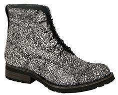 Petra Dieler Schuhe und Accessoires sind echte Lieblingsteile, die garantiert mehr als eine Saison überdauern. Die Schuhdesignerin präsentierte ihre neue Kollektion für H/W 2015