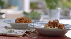Sauce bolognaise à la mijoteuse | Cuisine futée, parents pressés Baby Food Recipes, Pasta Recipes, Crockpot Recipes, Easy Home Cooked Meals, No Cook Meals, Quebec, Salsa Tzatziki, Sauce Bolognaise, Spaghetti Bolognaise
