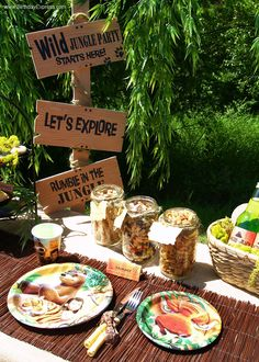 Trail mix with jungle book? Jungle Book Party, Jungle Theme Parties, Safari Birthday Party, Birthday Party Tables, Kids Party Themes, Safari Theme, 1st Boy Birthday, Jungle Safari, Jungle Food