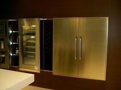 Geräte Edelstahl in Wand gemauert French Door Refrigerator, French Doors, Lockers, Locker Storage, Kitchen Appliances, Inspiration, Cabinet, Furniture, Home Decor