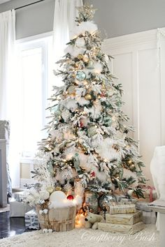 Snowy Christmas tree idea