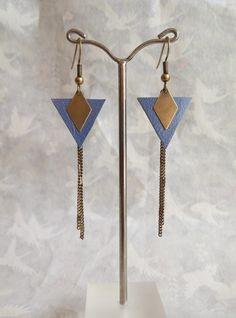 Boucles d'oreilles cuir bleu, triangle, losange, graphique et chaîne laiton bronze : Boucles d'oreille par bellesdenuit