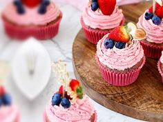 Berry Cupcakes with Swiss Buttercream - Natvia - Natural Sweetener Sugar Free Snacks, Sugar Free Baking, Sugar Free Vegan, Healthy Sugar, Sugar Free Recipes, Almond Recipes, Healthy Treats, Swiss Buttercream, Buttercream Recipe