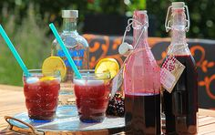 Myslete+na+zimu,+sirup+z+bobulí+černého+bezu+vás+posílí+a+ochrání Barware, Alcoholic Drinks, Rose, Glass, Syrup, Pink, Drinkware, Corning Glass, Liquor Drinks