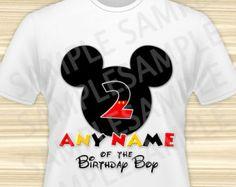 Mickey ratón cualquier nombre del cumpleaños niño hierro en. Cumpleaños Mickey Mouse hierro en transferencia. Camiseta de cumpleaños de Mickey Mouse. DIGITAL archivo cualquier edad