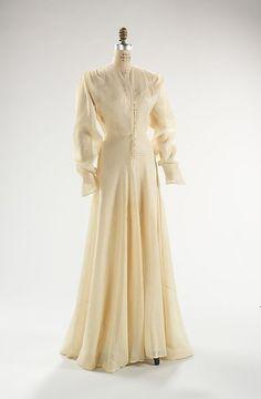 Evening dress Valentina (American, born Russia, Date: ca. 1930s Fashion, Fashion Mode, Edwardian Fashion, Vintage Fashion, Vintage Gowns, Mode Vintage, Vintage Outfits, Vintage Style, Dior