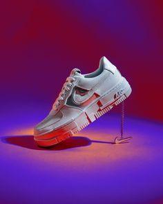 OUT NOW 😍🙌 De Nike Air Force 1 Pixel 'Summit White' is ontworpen door en voor vrouwen. Het glanzende leer, de ribbels van velours op het Swoosh design en de tong, en de metallic gouden accenten en ketting zorgen voor een opvallende stijl. Like it...? 🔗 Check the shopping link in our bio! ~~ 📸 Shot by afewstore Nike Casual Shoes, Nike Shoes, Sneakers Nike, Sneakers Fashion, Fashion Shoes, 1 Pixel, Christmas Trends, Christmas Gifts, Nike Wmns