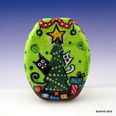034-CHRISTMAS-CHAOS-034-byKAYO-a-Handmade-CRAZY-CAT-Lampwork-Art-Glass-Focal-Bead-SRA