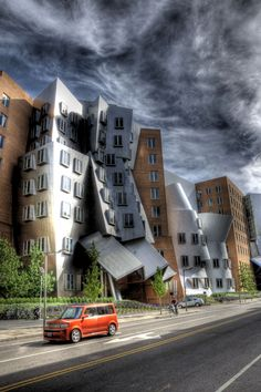 "FRANK GEHRY  ""chaos in a sea of order"" MIT-Cambridge, MA"
