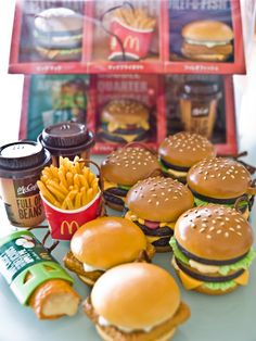 I use to have Barbie miniature McDonalds stuff in the but my mom sold them at a garage sale. Barbie Miniatures, Polymer Clay Miniatures, Polymer Clay Charms, Dollhouse Miniatures, Miniature Crafts, Miniature Food, Miniature Dolls, Doll Crafts, Diy Doll