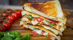 Sandwich aus dem Lagerfeuer mit dem Petromax Gusseisen Sandwichmaker. #Foodblogger #sandwich #lagerfeuer #outdoorcooking #Fingerfood