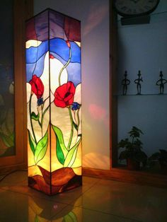 Kapcsolódó kép Stained Glass Paint, Stained Glass Panels, Light Table, Lamp Light, Pebeo Vitrail, Tiffany Glass, Bottle Art, Craftsman Style, Sunroom