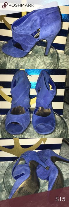 A beautiful and comfortable blue sandal These sandals are suede material and are in good condition Steve Madden Shoes Heels