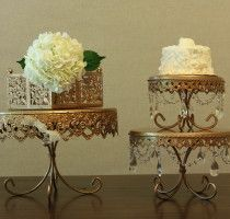 <center>Round Gold Cake Stands</center>