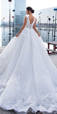 Today's wedding dress inspiration brings us fabulous bridal gowns from creative designer Lorenzo Rossi. The Divine Affection lastest bridal collection of Lorenzo Rossi wedding dresses Dresses Elegant, Stunning Wedding Dresses, Princess Wedding Dresses, Dream Wedding Dresses, Bridal Dresses, Beautiful Dresses, Wedding Gowns, 2017 Wedding, Tulle Wedding