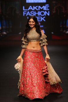 Ashwini Reddy at Lakme Fashion Week summer/ resort 2018 Indian Actress Hot Pics, Bollywood Actress Hot Photos, Indian Bollywood Actress, Bollywood Girls, Most Beautiful Indian Actress, Indian Actresses, Cute Little Girl Dresses, Girls Dresses, Indian Navel