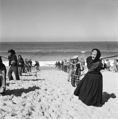 30 Interesting Black and White Photographs That Capture the Fishing Life in Portugal from the ~ vintage everyday Fishing Photography, Vintage Photography, Great Photos, Old Photos, Vintage Photos, Portuguese Culture, Dude Perfect, Fishing Life, Fly Fishing