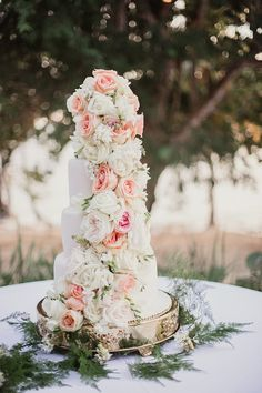 Wedding cake idea; Featured Photographer: Shaun Menary Photography