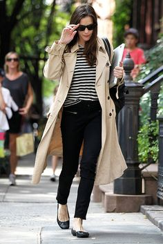 Here, Liv Tyler puts together an outfit of classic wardrobe pieces. She teams a striped top with black jeans, ballet flats, and a timeless trench coat. This is an ideal tran-seasonal outfit and would last you season after season. Look Fashion, Winter Fashion, Womens Fashion, Lolita Fashion, Fashion Details, Curvy Fashion, Fashion Boots, Street Fashion, Trent Coat