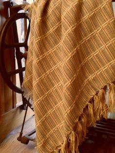 Xale Villebon para sofá medindo 1,50 x 1,50 em fio de algodão penteado e amaciado. Qualidade extrema. R$75,00  www.sacariasantoandre.com.br