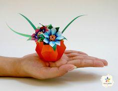 Novos modelos de mini-vasos e mini-mini-vasos Origami And Kirigami, Paper Crafts Origami, Diy Paper, Paper Art, Chinese New Year Decorations, New Years Decorations, Origami Bouquet, Mini Vasos, Dollar Origami
