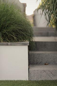 Minimalist Landscape, Garden Beds, Garage Doors, Sidewalk, Outdoor Decor, Retaining Walls, Water, Beautiful, Landscaping