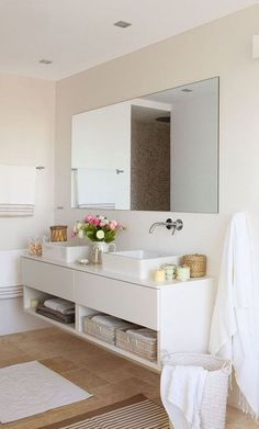 30 ideas para combinar tus muebles de baño de estilo actual · 30 ideas to combine your bathroom furniture Bad Inspiration, Bathroom Inspiration, Bathroom Interior, Home Interior, Bathroom Furniture, Bathroom Countertops, Laundry In Bathroom, White Bathroom, Dyi Bathroom