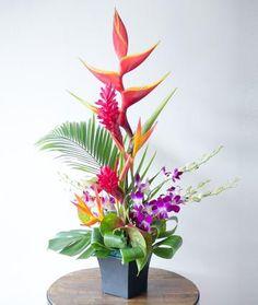 Fresh Flower Arrangement Fruit Gifts, Fresh Flowers, Red And Pink, Color Mixing, Special Gifts, Anniversary Gifts, Hawaiian, Flower Arrangements, Birthday Gifts