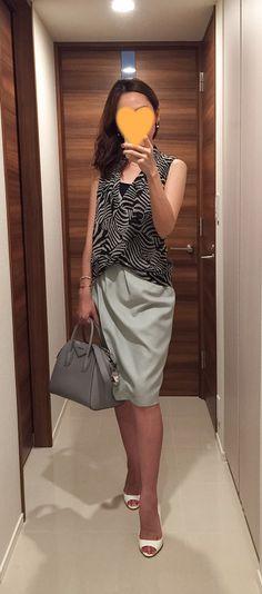 Zebra-patterned shirt: H&M, Mint green skirt: Nolley's, Grey bag: GIVENCHY, White pumps: Miu Miu